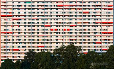 Foto im Querformat: im roten Abendlicht wirkt auch Massenbehausung noch attraktiv