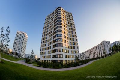 Foto im Querformat:ein modernes Wohn-Hochahus in München - Siemensstadt