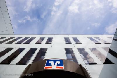 Foto im Querformat: Die VR-Bank Bad Aibling - mit zentralem Logo