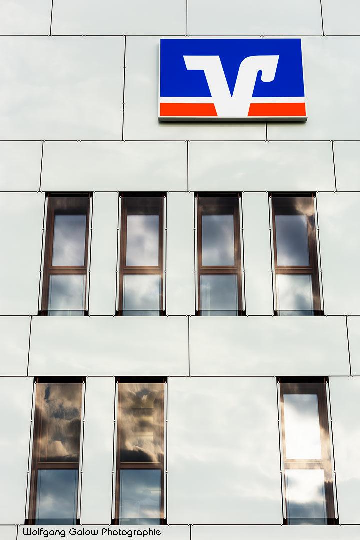 Foto im Hochformat: Die VR-Bank Bad Aibling