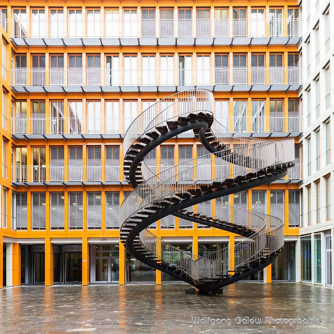 Treppe als Kunstwerk in Stadtteil Schwanthaler Höhe in München