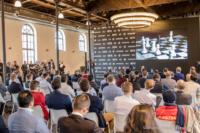 Foto (Color) im Querformat: während der 1.Runde gibt die FIDE eine Pressekonferenz