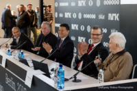 Foto (Color) im Querformat: FIDEpräsident Iljumschinow, Ehrengast: Boris Spasski