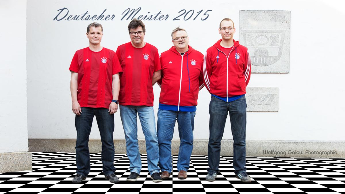 Das Siegertesam: Die Mannschaft des FC Bayern München im roten Bayerndress